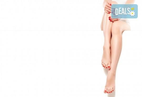 Покажете перфектно оформените си крака! Педикюр с гел лак от салон за красота Ди Ес! - Снимка 1