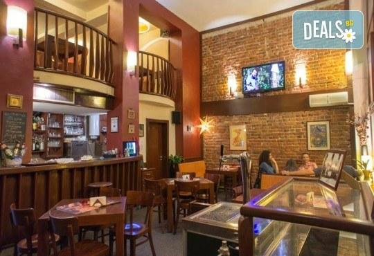 Вечеря за ДВАМА в италиански стил: ДВЕ пици (голяма и малка) от Ресторанти Златна круша - Снимка 7