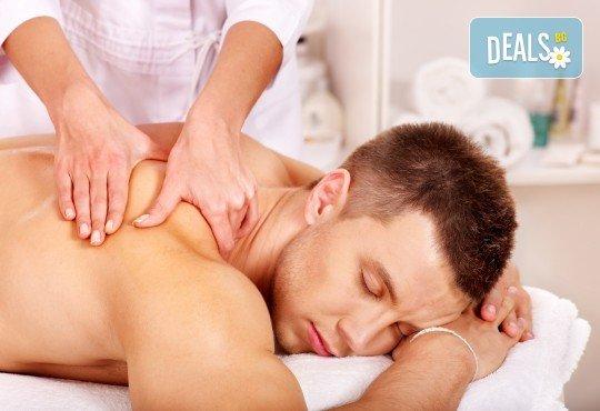 Освободете се от напрежението и релаксирайте с 50-минутен шиацу масаж в салон за красота Ди Ес! - Снимка 1