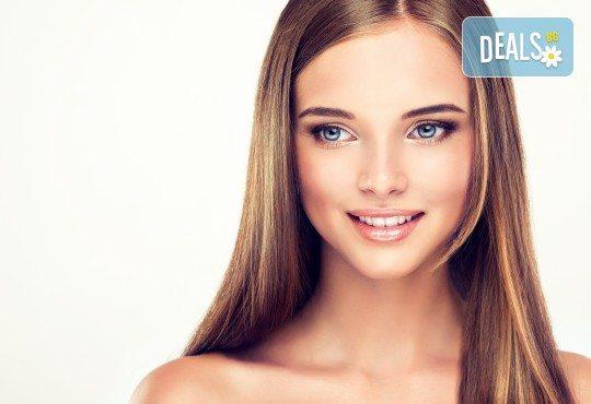 """Терапия за коса с """"Omniplex"""" на FarmaVita, подстригване и прав сешоар в салон за красота Nails club в Младост! - Снимка 1"""