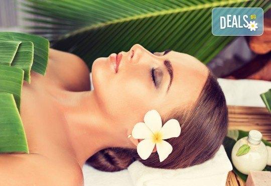 Пренесете се на слънчевите Хавай с 60-минутен масаж Ломи-ломи на цяло тяло с масла по избор в студио за красота GIRO! - Снимка 1