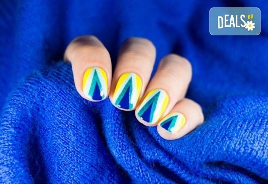 Добавете красив детайлвърху ръцете с дълготраен маникюр с гел лак Bluesky с 4 декорации от студио Five! - Снимка 1