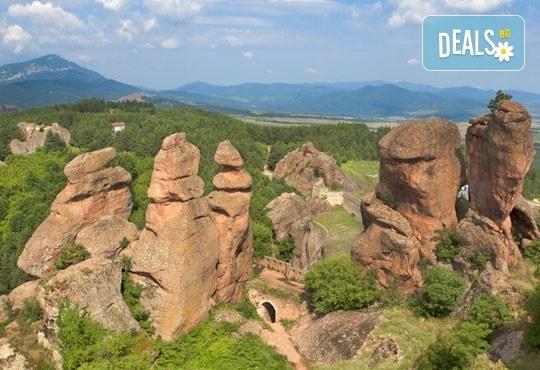 Еднодневна екскурия през есента до Белоградчишките скали, Рабишкото езеро и пещерата Магурата с транспорт и екскурзовод от Еко Тур! - Снимка 3