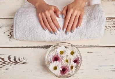 Перфектни ръце! Маникюр с BlueSky, 2 декорации и СПА терапия в салон за красота Женско Царство - Снимка