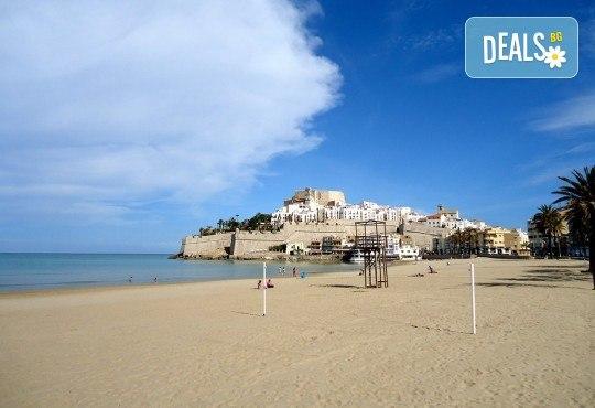 Предколеден уикенд във Валенсия, Испания! 3 нощувки със закуски в хотел 2* или 3*, самолетен билет и багаж - Снимка 6