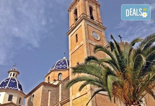Предколеден уикенд във Валенсия, Испания! 3 нощувки със закуски в хотел 2* или 3*, самолетен билет и багаж - Снимка 4
