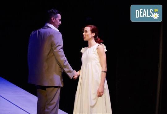 На театър! Гледайте Човекът, който искаше на 5-ти октомври (четвъртък) в МГТ Зад канала! - Снимка 3
