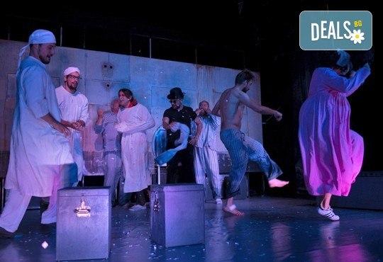 На 18-ти октомври (сряда) гледайте Болница накрай света - комедийна постановка на сръбския режисьор Дино Мустафич в МГТ Зад канала! - Снимка 2