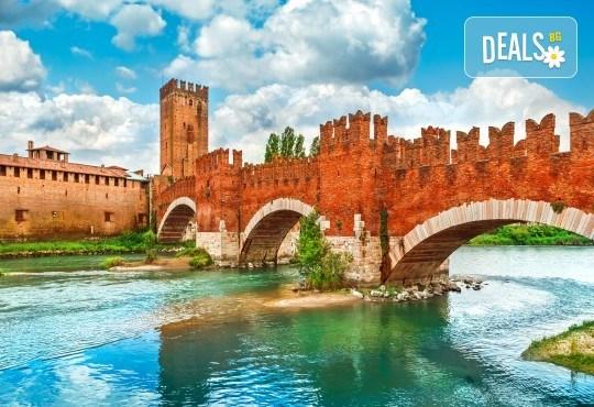 Екскурзия с дати от октомври до декември до Верона и Венеция, с възможност за посещение на Милано, Сирмионе и езерото Гарда - 3 нощувки със закуски и транспорт - Снимка 5