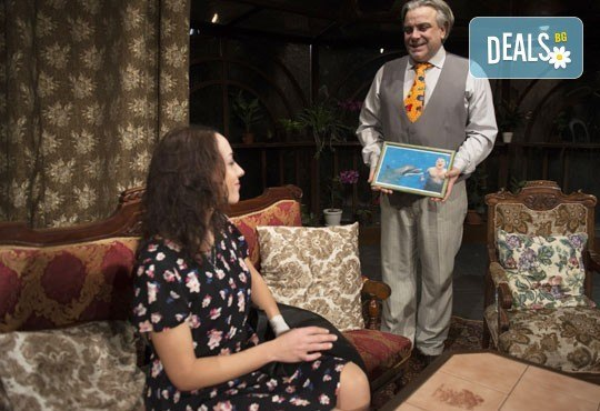 Отново на театър! Гледайте Герасим Георгиев - Геро и Владимир Пенев в Семеен албум на 18.10. от 19 ч, в Младежки театър, един билет! - Снимка 5