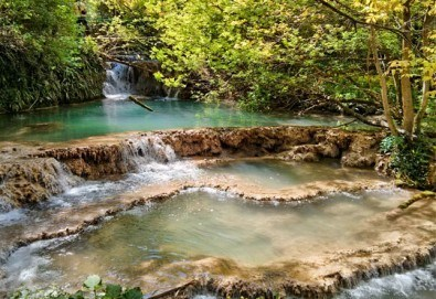 Еднодневна екскурзия на 08.10. до Деветашката пещера, Крушунските водопади и Ловеч с транспорт и водач от агенция Поход - Снимка