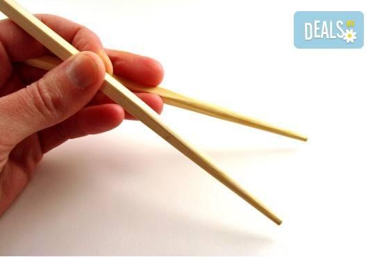 Вкусът на Изтока! Суши сет HAYABUSA с 96 броя суши хапки със сьомга, риба тон, авокадо, нори, манго и сирене Philadelphia от Sushi King! - Снимка 2