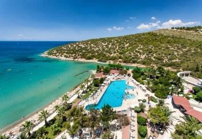 Късно лято в Кушадасъ, Турция! 7 нощувки на база All Inclusive в Tusan Beach Resort 5* и възможност за транспорт. Безплатно настаняване за дете до 12 години! - Снимка