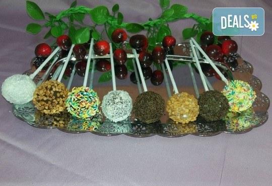 26 броя вкусни малки кейк поп - кексчета на клечка от сладкарница Черешка - Снимка 1