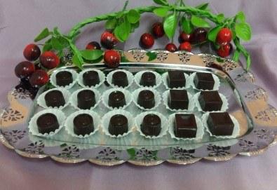 18 броя ръчно изработени шоколадови бонбони с домашен течен шоколад - специално предложение от сладкарница Черешка - Снимка