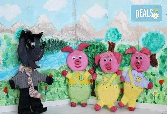 Три часа детски рожден ден за деца от 2 до 6 год. с включен куклен театър, безалкохолни напитки и зала за родителите от детски център Приказен свят - Снимка 1