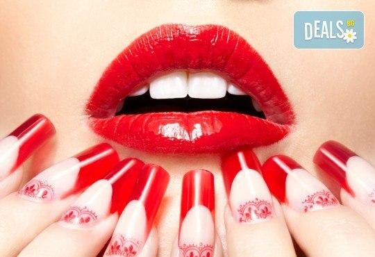 Ноктопластика чрез изграждане, маникюр с гел лак и 2 декорации или френски маникюр в салон за красота Reni nails - Снимка 3