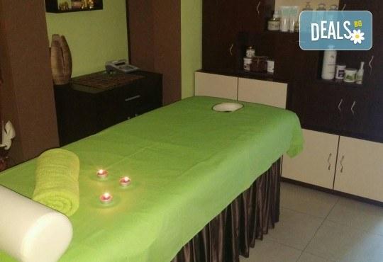 Лечебен успокояващ масаж на гръб, рамене и шия с магнезиево олио в масажно студио Боди баланс - Снимка 4