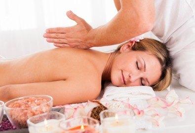 Релаксирайте с 60-минутен масаж на цяло тяло, длани и ходила с масло от маракуя в масажно студио Боди баланс - Снимка
