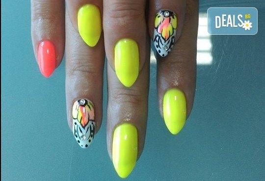 Дълготрайни цветове и безупречен стил! Маникюр с гел лак и сваляне на стар гел лак в Noni Style - Снимка 4