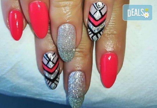 Дълготрайни цветове и безупречен стил! Маникюр с гел лак и сваляне на стар гел лак в Noni Style - Снимка 3