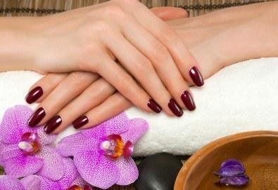 Дълготрайни цветове и безупречен стил! Маникюр с гел лак и сваляне на стар гел лак в Noni Style - Снимка