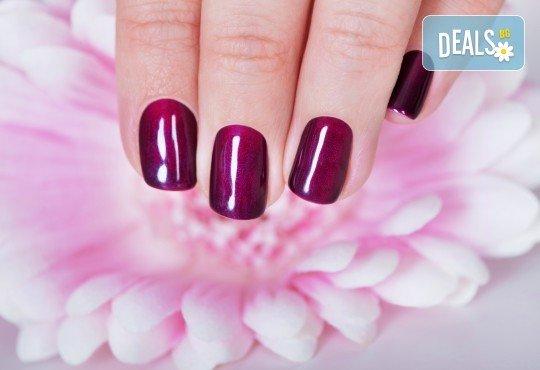 Дълготрайни и красиви цветове! Маникюр с лак на Perfect или гел лак Gelish в салон за красота Beauty place - Снимка 2