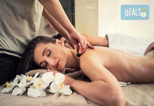 Синхронен масаж на гръб за двама, Hot stone терапия и зонотерапия в Chocolate Studio!