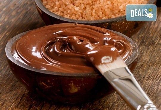 Шоколадова приказка! Шоколадов синхронен масаж за ДВАМА с какаов крем или шоколадово олио в Chocolate Studio - Снимка 3