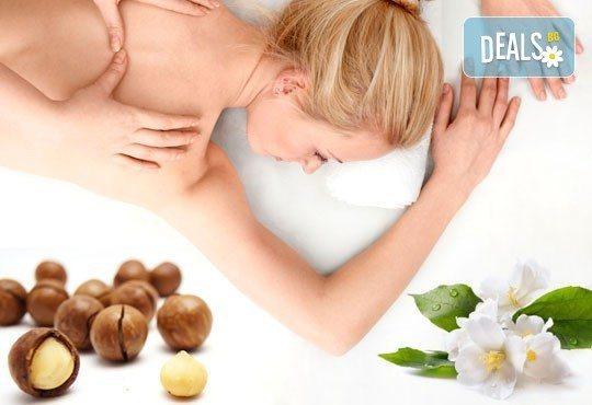 Арома масаж на гръб с етерични масла от жасмин, жен шен и макадамия в Chocolate Studio - Снимка 1