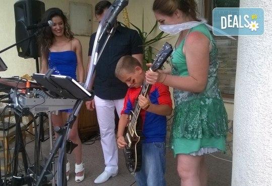 За децата! Концерт за малчугани и великани на 17.10. (вторник): представяне на музикален инструмент от MUSIC for You! - Снимка 13