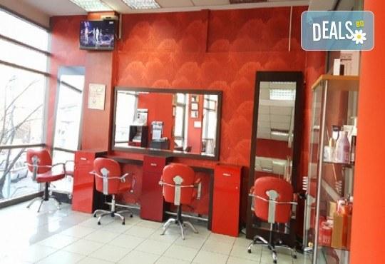 Обем и стил! Измиване, изсушаване и оформяне на косата със сешоар в студио за красота Fabio Salsa - Снимка 3