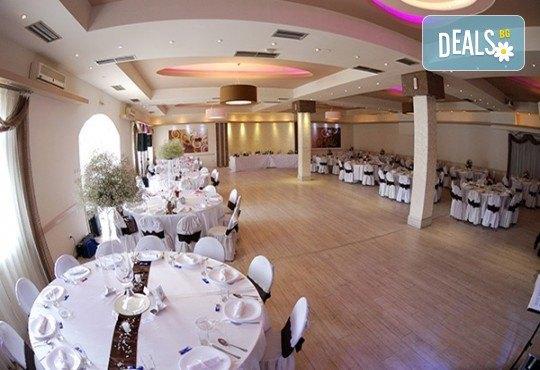 Посрещнете Нова година 2018 в Пирот! Празнична вечеря в ресторант Диана с музика на живо и неограничен алкохол, със собствен или организиран транспорт - Снимка 4