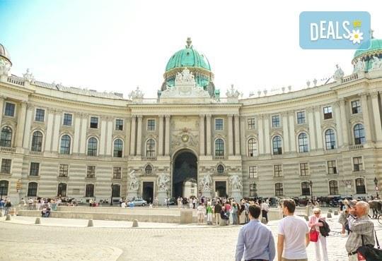 През октомври до прелестните Будапеща и Виена! 3 нощувки със закуски, транспорт, водач, програма и възможност за круиз по река Дунав и посещение на замъка Шонбрун! - Снимка 7