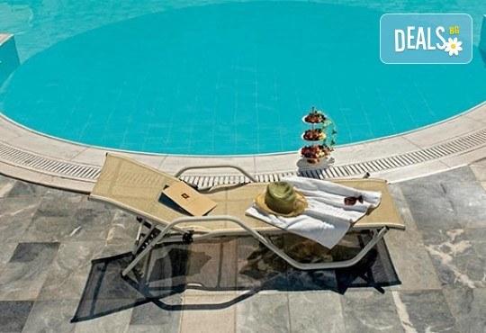 Нова година 2018 в Агиа Триада, Гърция! 2 нощувки, 2 закуски, 1 вечеря в Sun Beach 4*, празнична вечеря, транспорт и обиколка на Солун! - Снимка 11