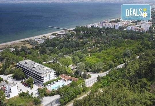 Нова година 2018 в Агиа Триада, Гърция! 2 нощувки, 2 закуски, 1 вечеря в Sun Beach 4*, празнична вечеря, транспорт и обиколка на Солун! - Снимка 5