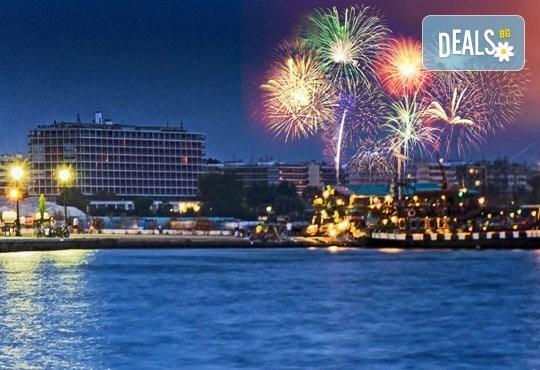 Нова година 2018 в Агиа Триада, Гърция! 2 нощувки, 2 закуски, 1 вечеря в Sun Beach 4*, празнична вечеря, транспорт и обиколка на Солун! - Снимка 1