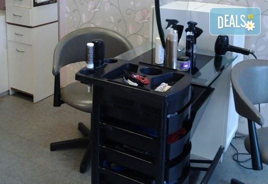 Нова и свежа прическа с подстригване и оформяне със сешоар от салон за красота Сияние - Снимка 6