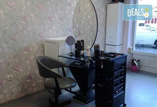 Нова и свежа прическа с подстригване и оформяне със сешоар от салон за красота Сияние - Снимка 8