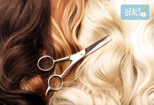 Нов цвят, нова прическа! Боядисване с боя на клиента, подстригване и оформяне със сешоар от салон за красота Сияние - Снимка 3