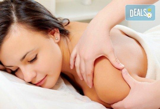 Терапевтичен масаж на гръб, масажна яка, магнитотерапия или нанасяне на морска луга върху проблемните зони в салон за красота Ванеси! - Снимка 2