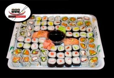 Опитайте 74 суши хапки с пушена сьомга, хайвер, филаделфия и херинга от Sushi Market! - Снимка