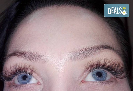 Омагьосвайте с очи! Поставяне на мигли по метода косъм по косъм, 3D или 6D технология в Салон за красота Еуфория - Снимка 3