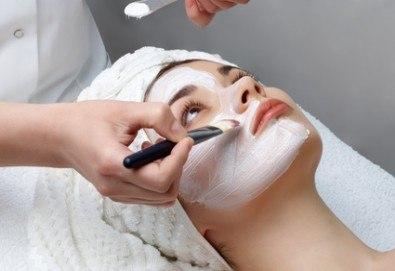 Перфектни с Miss Beauty: Дълбоко почистване на лице + пилинг и терапия с френската козметика Les Complexes Biotechniques - Снимка