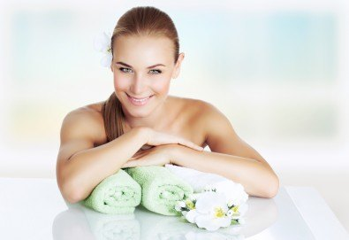 Релакс и здраве! Лечебен или класически масаж с цитрусови масла на цяло тяло от професионален рехабилитатор в козметичен център DR.LAURANNE! - Снимка