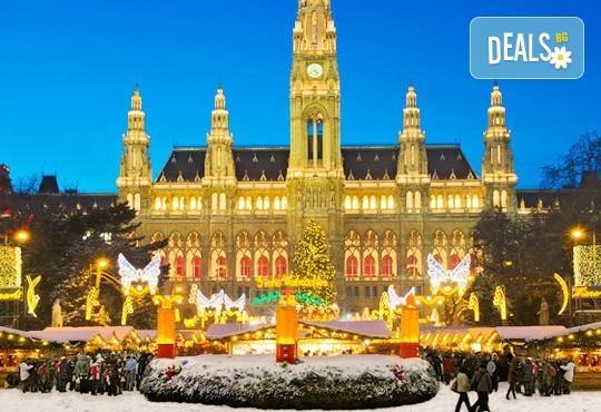 Самолетна уикенд екскурзия до аристократичната Виена! 3 нощувки със закуски, самолетен билет, летищни такси и водач от София Тур! - Снимка 1