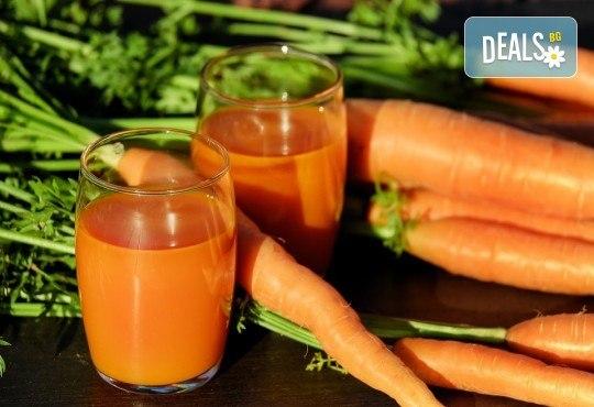 Fresh! 1 или 2 литра прясно приготвен фреш: лимонада, портокал, ябълка, морков или микс от Fresh & GO! - Снимка 1