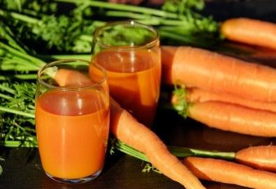 Fresh! 1 или 2 литра прясно приготвен фреш: лимонада, портокал, ябълка, морков или микс от Fresh & GO! - Снимка