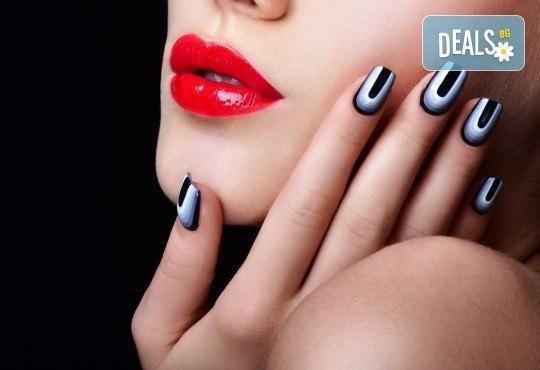 Бъдете забележителни с маникюр с гел лак BlueSky и ефект термо лак или котешко око + декорации в Студио за красота MNJ! - Снимка 1