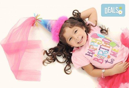 За празника на Вашето дете! Два часа детско парти за 8-15 деца с аниматор, меню и торта от Парти клуб Слънчо - Снимка 1